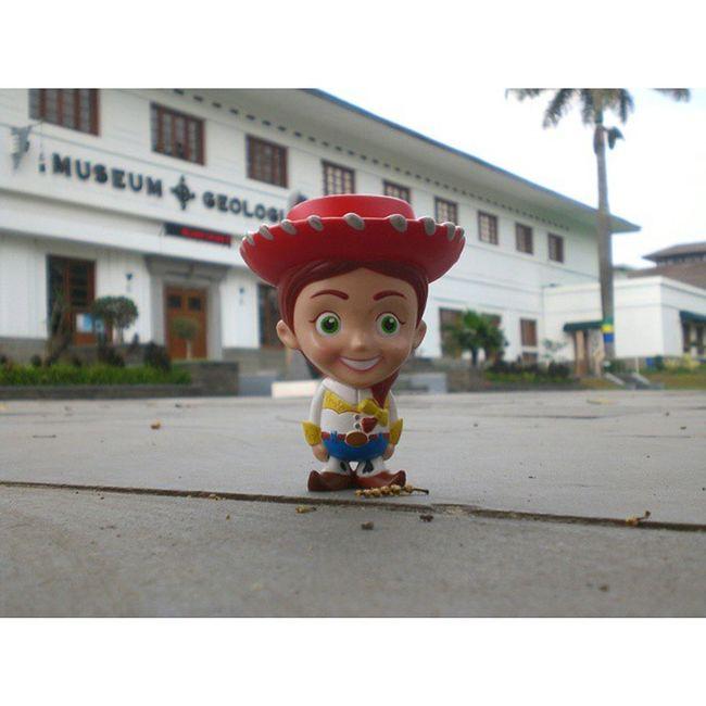 Selamat pagi dari Jessie. Instasunda Vscobdg Vscocam VSCO kamerahpgw toys jalan2terus