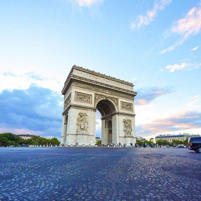 Good Evening Paris! Bonsoir Paris! Check This Out Paris EyeEm Best Shots Photooftheday Eyem Best Shot - Architecture Clouds And Sky Parisweloveyou Sunset_collection Sunset Paris ❤