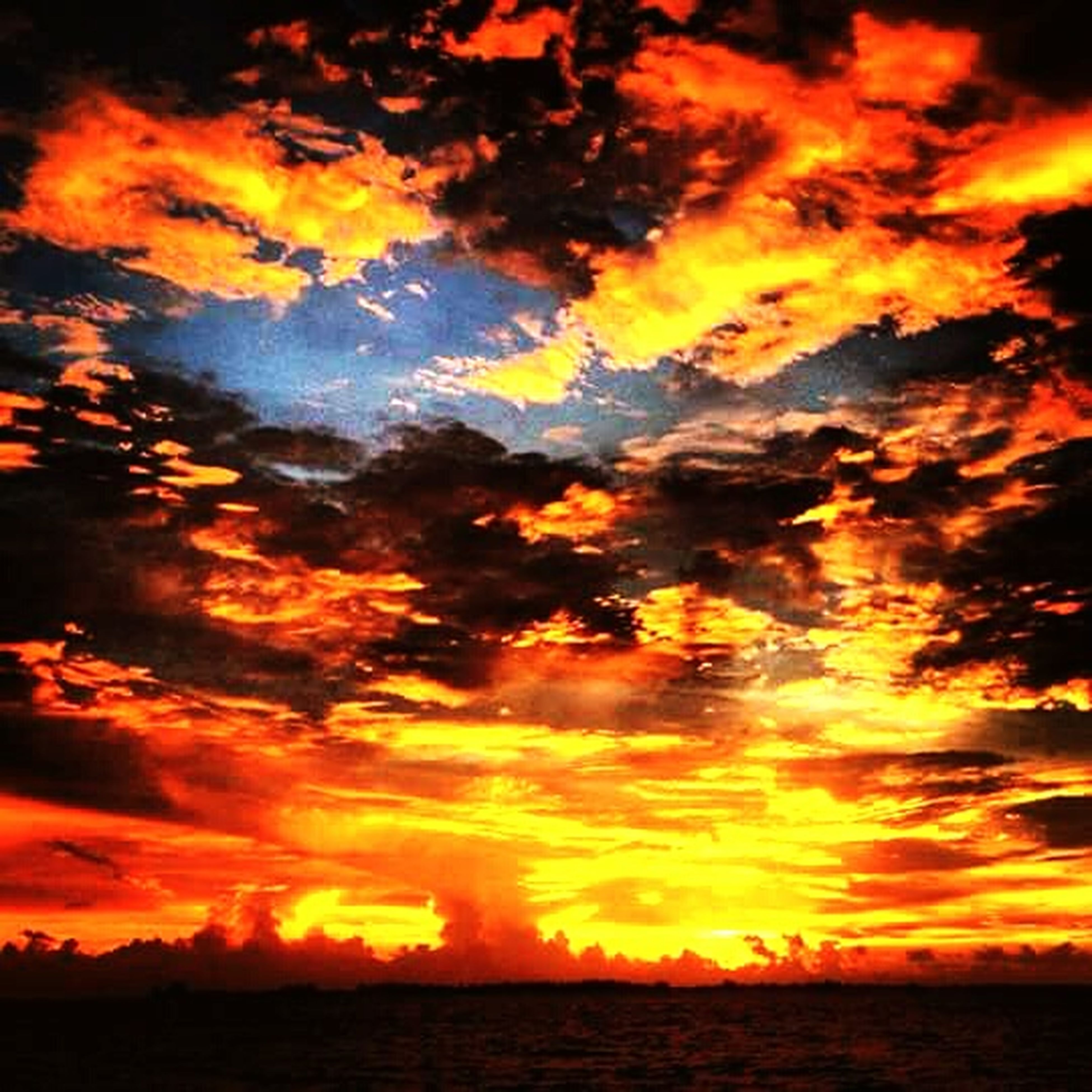 sunset, sky, orange color, scenics, beauty in nature, cloud - sky, tranquil scene, dramatic sky, tranquility, water, idyllic, nature, cloud, cloudy, waterfront, silhouette, reflection, majestic, moody sky, atmospheric mood