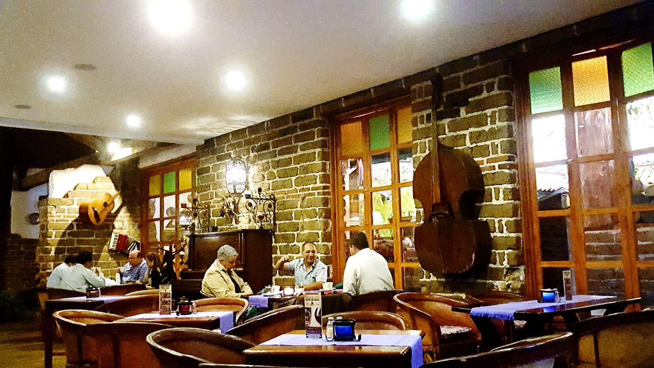 Lunch among men. Haciendareal