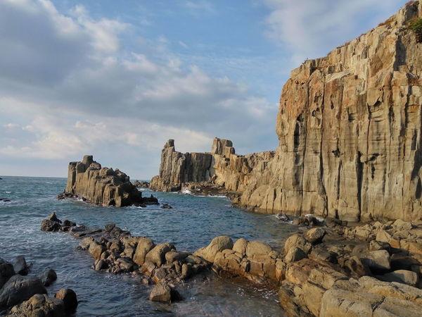 日本 東尋坊 Fukui Prefecture Sakai 坂井市三国町安島 Japan Tojinbo EyeEm Selects Rock - Object Cloud - Sky Beach Sea No People Beauty In Nature Horizon Over Water Outdoors Water Sand Nature Sky Cliff Day Rock Formation Scenics Tranquil Scene Tranquility
