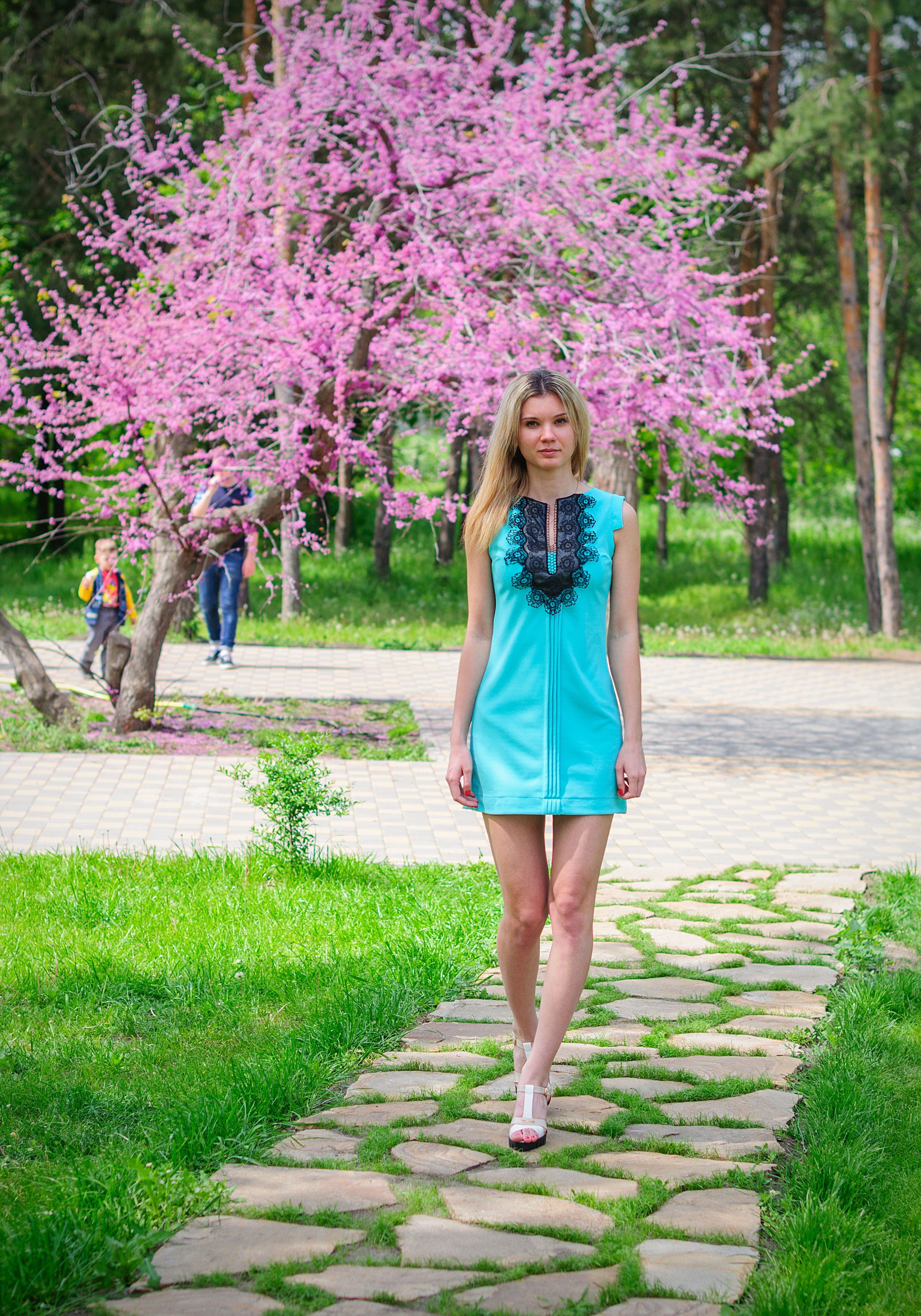 tree, grass, full length, park - man made space, lifestyles, flower, leisure activity, casual clothing, young women, young adult, footpath, front view, growth, person, standing, looking at camera, park, nature