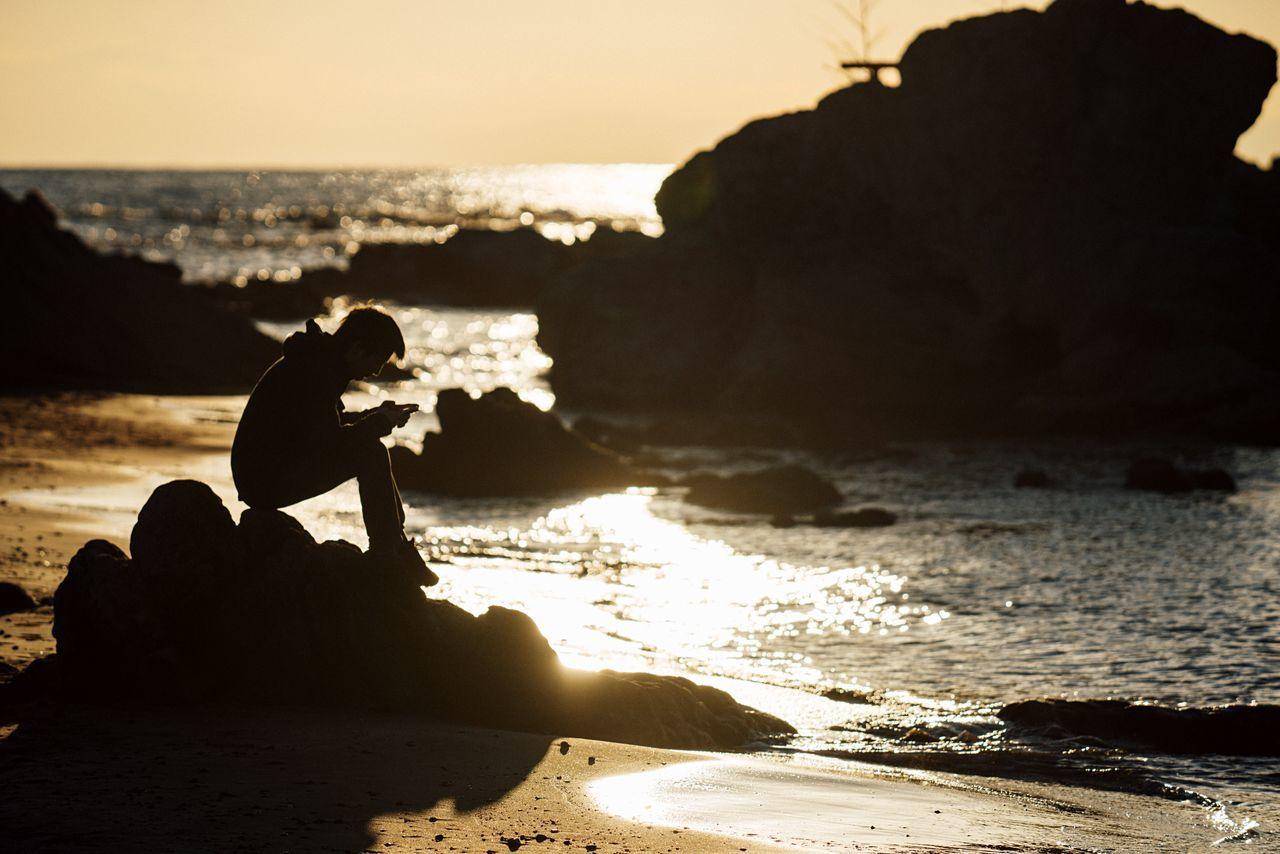 Sunset Silhouettes Reading A Book Alone 🌅 ☀️ Beach Seaside Sunset Water Reflection Sea Sky Horizon Over Water Relaxing Atomosphere Wave Hayama Kanagawa Kanagawa,japan January January 2017