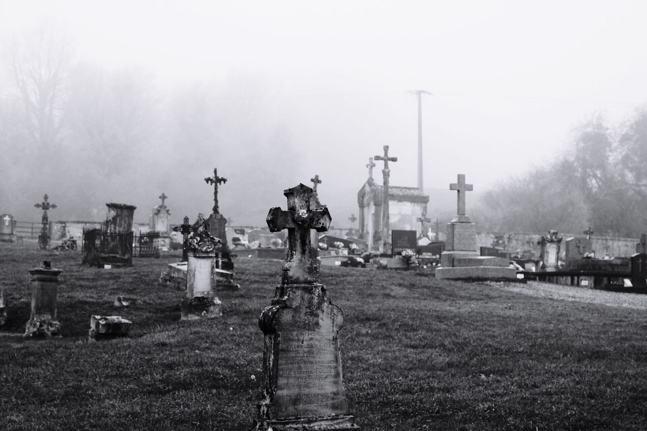 Hello World Check This Out Relaxing Taking Photos Enjoying Life Graveyard Beauty Blackandwhite Blackandwhite Photography EyeEm Best Shots Eye4photography  Eye4photography  EyeEmBestPics EyeEm Gallery Do You Like It? Spooky Atmosphere