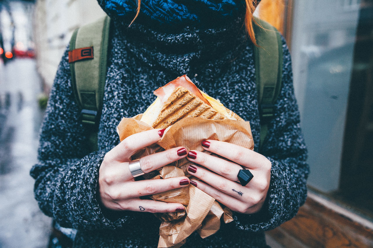 Food Hands Holding Junk Food Show Us Your Takeaway! Street Streetphotography Takeaway Unrecognizable Person Street Food Worldwide Market Reviewers' Top Picks