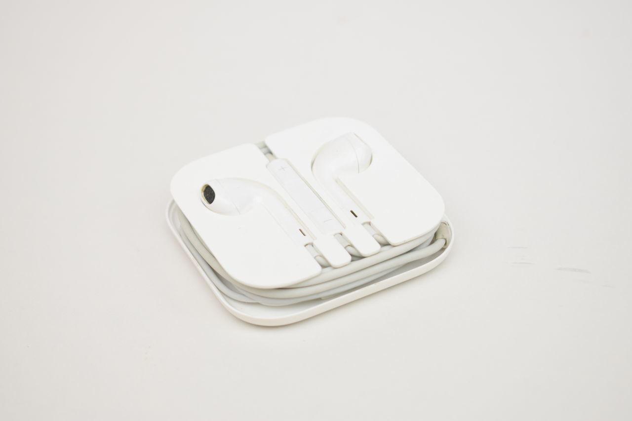 High Key Photography Earpods Apple White On White