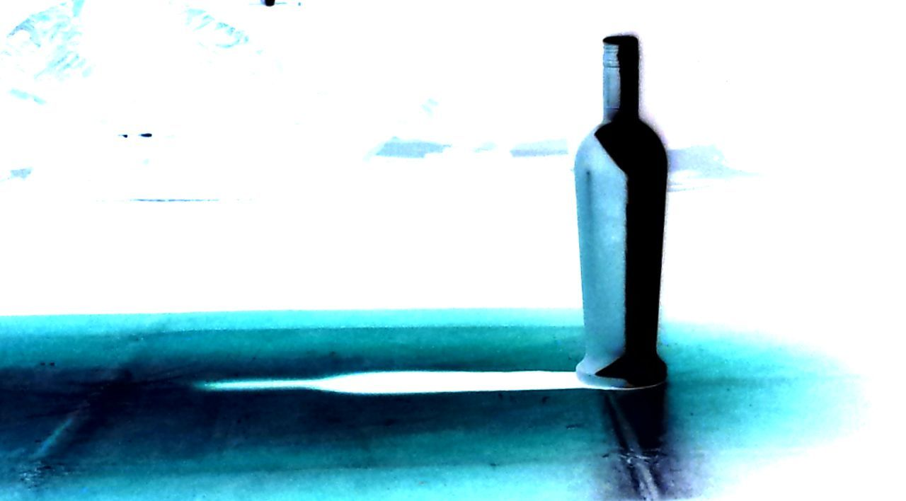 Invert No People Blue Still Life Bottle Inverted Image Inverted Photography Inversion Contrast Contrasting Colors Blue & White Shadows & Lights Shadow Surrealism Surreal Lg G5 Tucson Ryrygreen Ryan GREEN White Drawing Class Break The Mold
