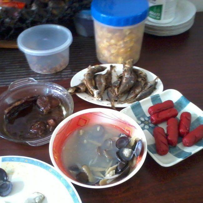 Lunch Viands Kusiring HotDog porksteak galunggong happyeating instafood kain na tayo :)
