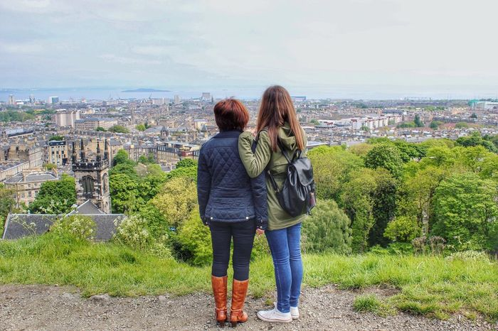 Look around and enjoy the view 🌍👨‍👩‍👧 Hello World Edimburgo Feel The Journey Enjoying Life Escocia Edinburgh Landscape Scotland City Family Relaxing Taking Photos High Traveling Photography Happy Forever