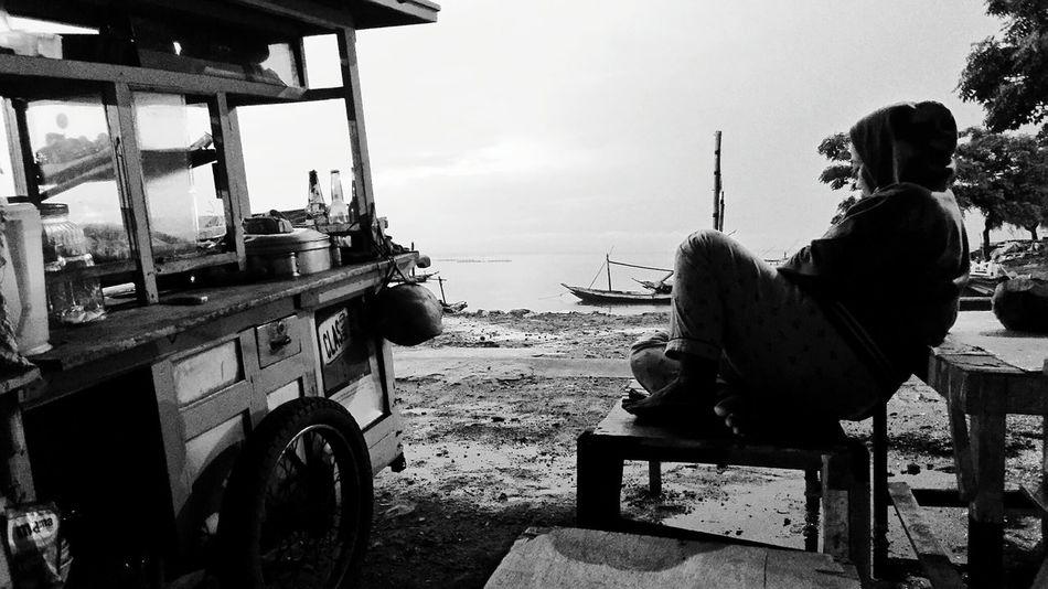 Womenportrait Women Surabaya Eyeem Indonesia Indonesia_photography Blackandwhite Photography Streetphotography_bw Stree Photography EyeEm Indonesia Surabaya Suramadu Bridge