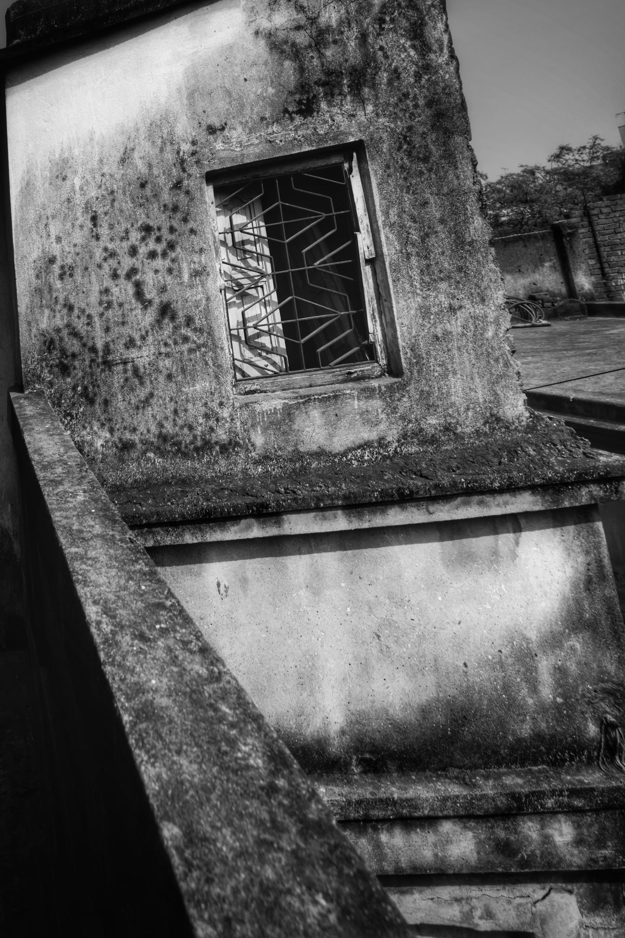 Built Structure Window Architecture Building Exterior Day No People Outdoors Tree Close-up Lifestyles Indoors  Cityscape House Door Arts Culture And Entertainment Travel Destinations Atmospheric Mood Sunlight Tranquility The Way Forward Fresco Full Length Horizontal City Architecture And Art