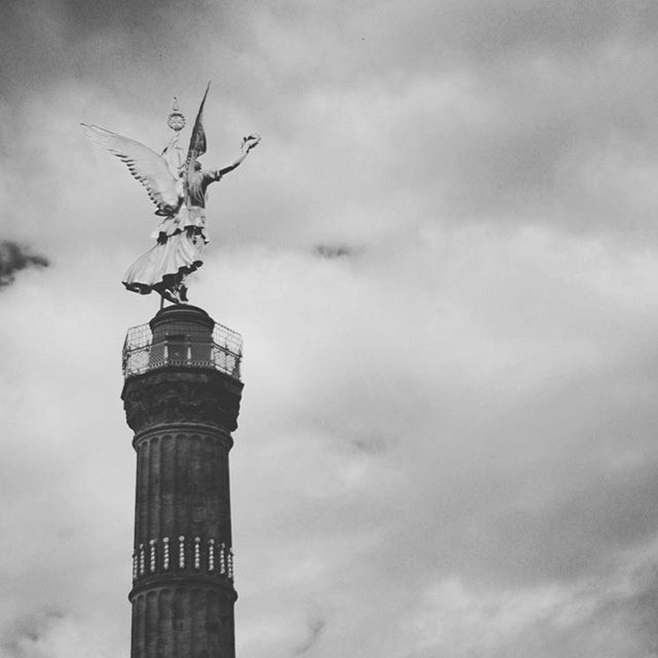 Beautiful Monument and Landmark . The Victorycolumn SiegesSäule at GroßerStern . berlin Deutschland Germany . Taken by my SonyAlpha dslr dslt a57 . تذكار معلم سياحي برلين المانيا