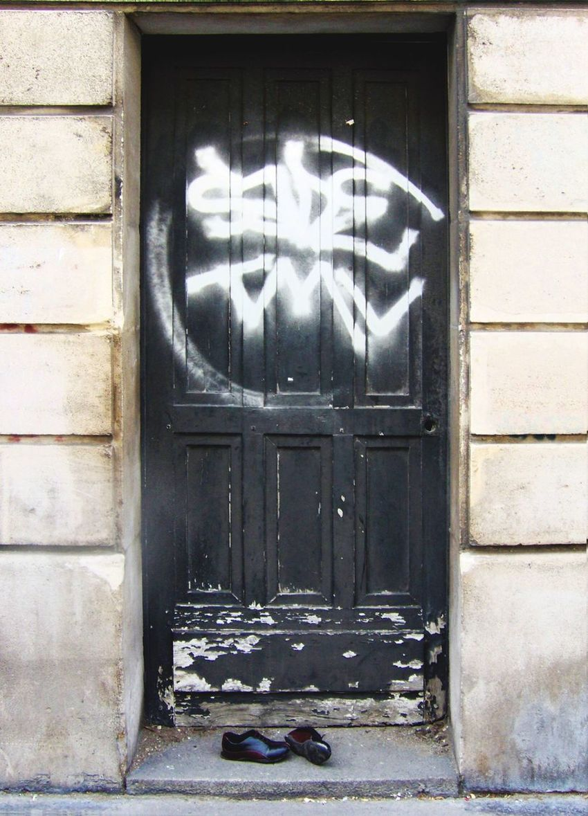 Schuhe. Door No People Architecture Paris Graffiti Hard Night Shoes Forgotten Adapted To The City Art Is Everywhere The Architect - 2017 EyeEm Awards