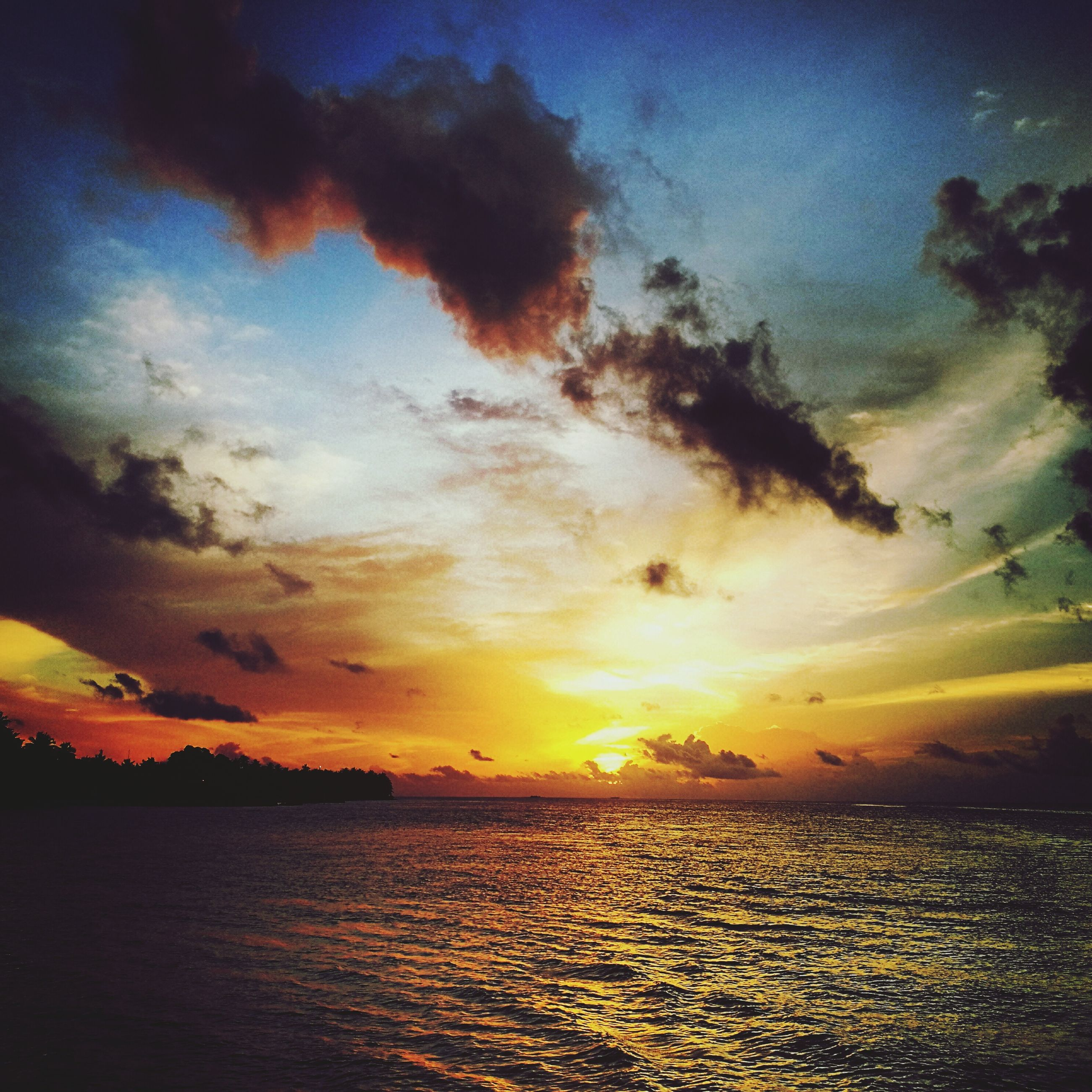 sunset, scenics, tranquil scene, water, sea, tranquility, waterfront, beauty in nature, horizon over water, idyllic, majestic, sky, orange color, rippled, dramatic sky, atmospheric mood, cloud, nature, cloud - sky, seascape, atmosphere, calm, moody sky, sun, ocean, water surface, cloudscape, remote, non-urban scene, vibrant color, romantic sky, outdoors, cloudy, back lit