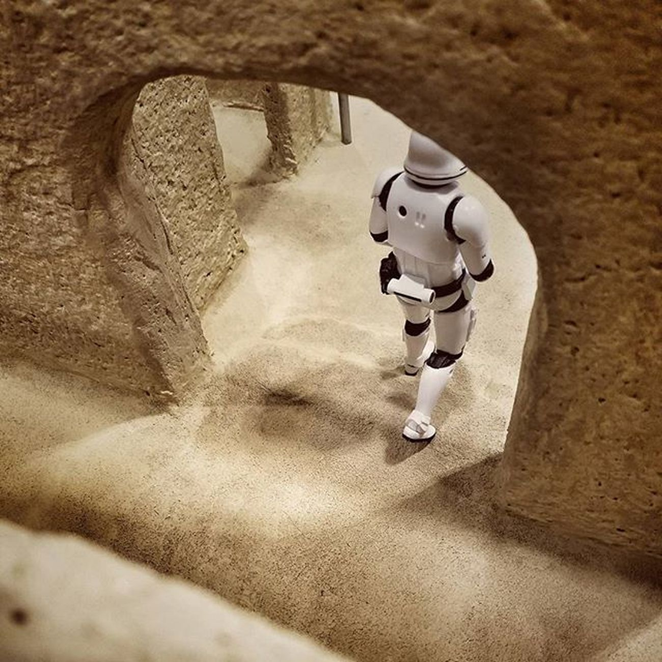 Test shot before props added to Sandtooine Tatooine Starwarstoyfigures Starwars Starwarsblackseries Blackseries Starwarstheblackseries Ihatesand Moistureevaporators Moisturefarm Diorama Wanted Wantedposter Droids Hansolo