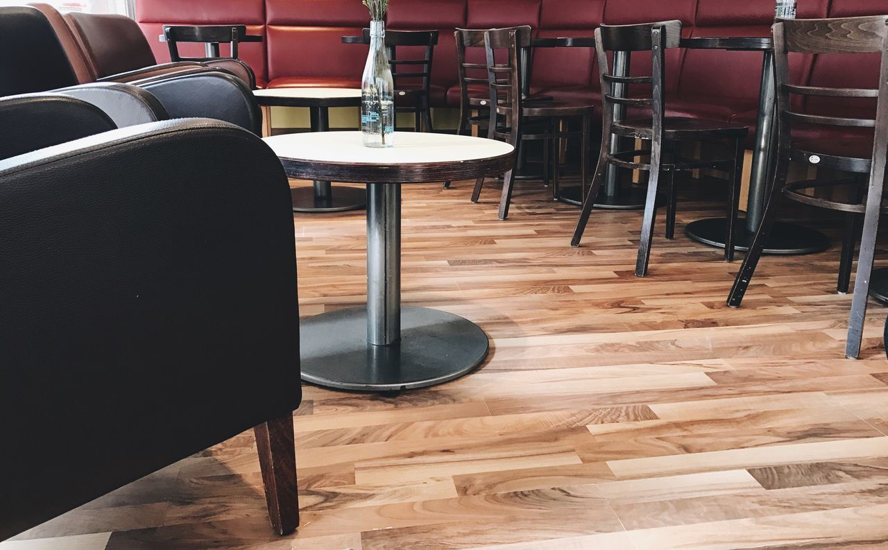 Empty Place Cafe Scenics Chair Table No People Seat Indoors  Day Food And Drink Interior Design Interior Views Empty Places Group Of Objects