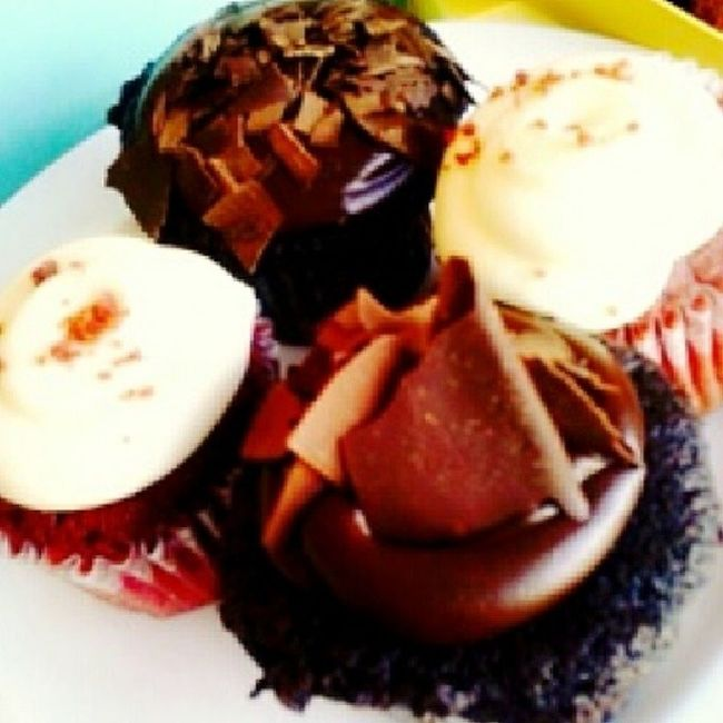 Sweet treats for 10th year anniversary Red velvet & choco cuppies from ♥ Redvelvetcupcakes Panpacificsingapore Monthsary Tenthanniversary