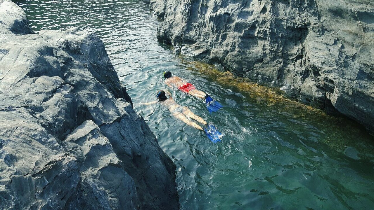 adventure, rock - object, high angle view, leisure activity, real people, day, water, nature, two people, outdoors, lifestyles, sea, beauty in nature, people