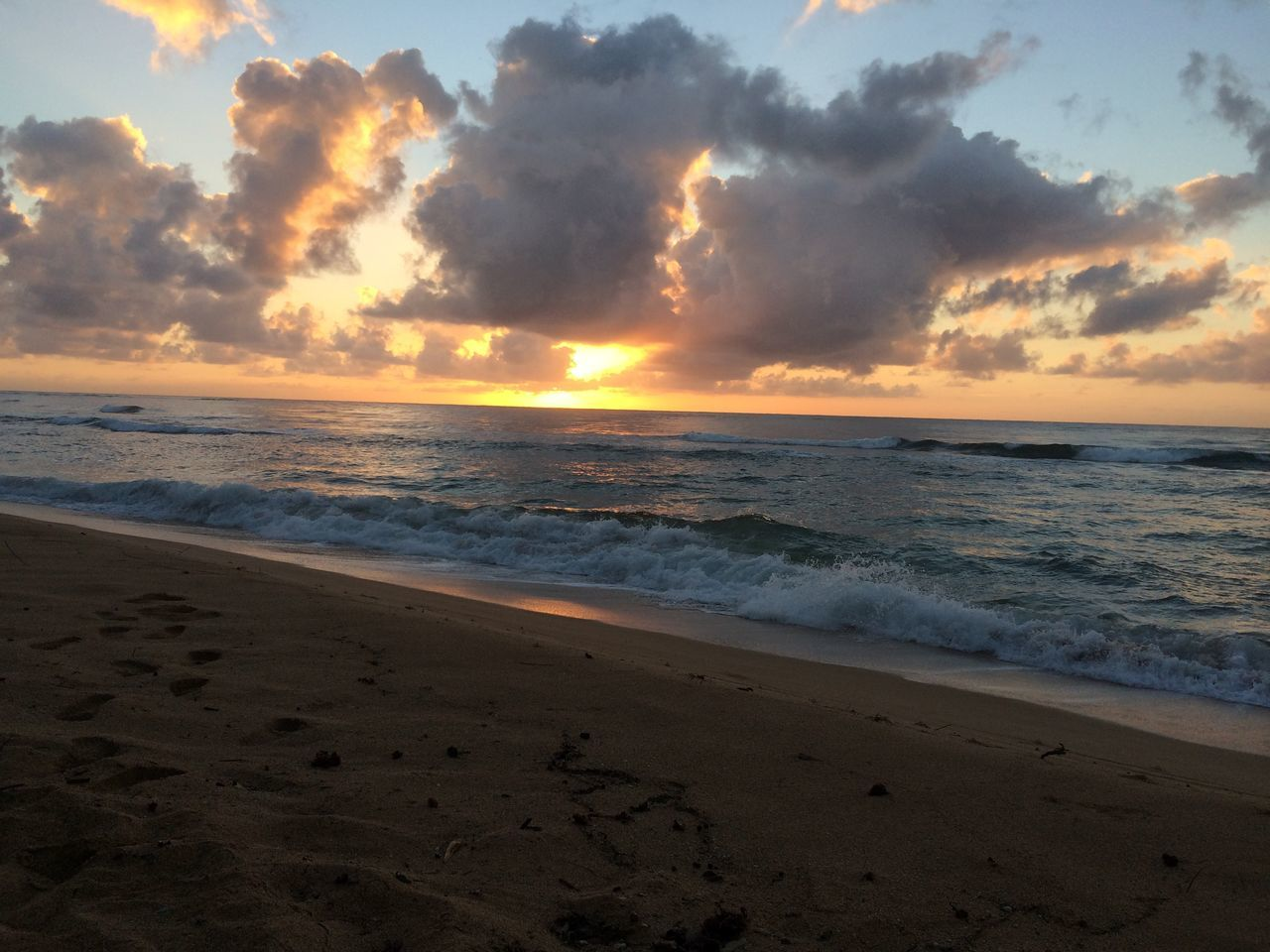Beautiful sunset. A beautiful walk on the beach. Beach Beauty In Nature Cloud - Sky Horizon Over Water Mauiphotography Nature Outdoors Sand Scenics Sea Shore Sky Sun Sunset Tranquil Scene Tranquility Water Wave