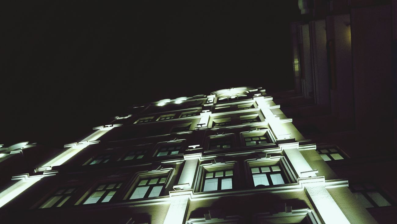 Night Nightphotography Mobilephotography Oneography Streetphotography Buildings Minimalism Darkness And Light