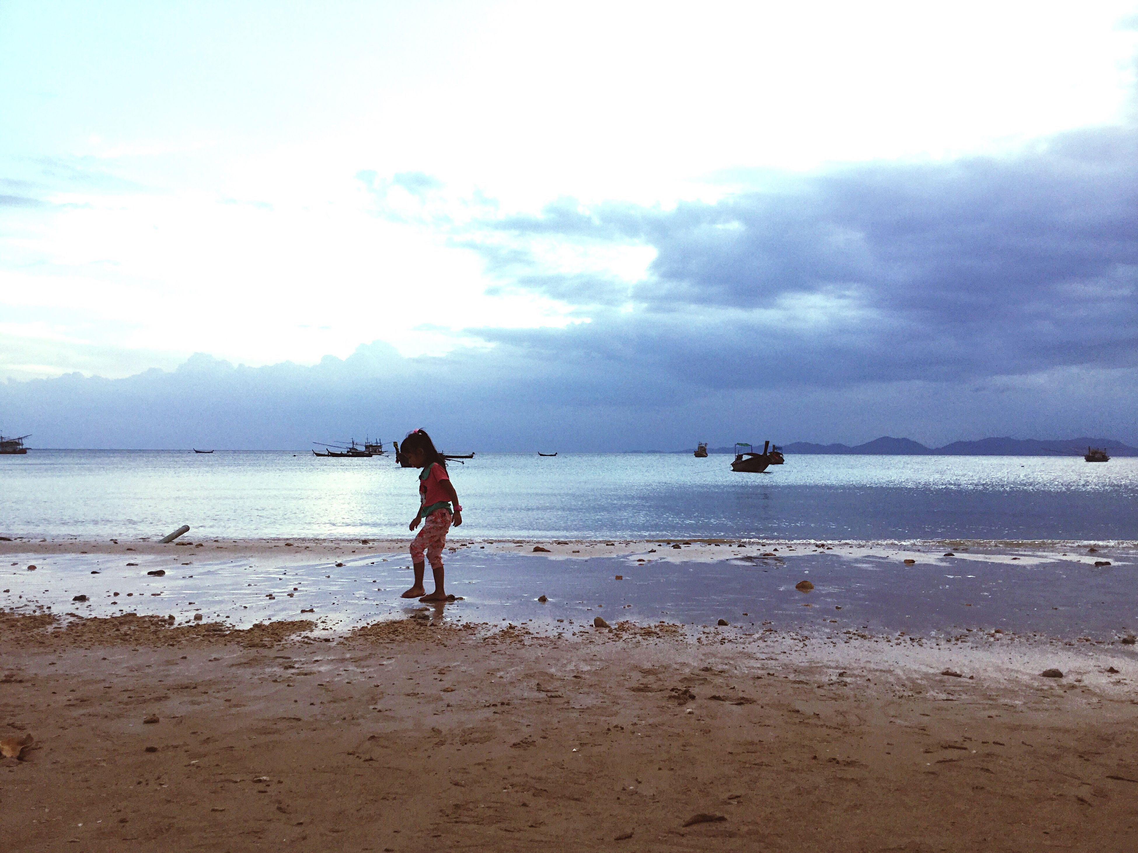 sea, beach, real people, sky, water, one person, leisure activity, beauty in nature, full length, nature, shore, cloud - sky, men, lifestyles, sand, scenics, standing, outdoors, day, horizon over water, vacations, tranquil scene, adult, people