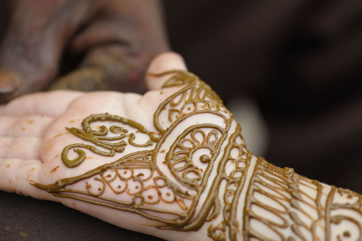 With all kind of celebrations, henna or mehndi tattoos are made in many countries. Celebration Hands Mehndi MehndiArtist MehndiDesign Close-up Day Decoration Decorations Festival Hand Henna Henna Art Henna Artist Henna Design Henna Tattoo Hennatattoo Human Body Part Human Hand Natural Painting