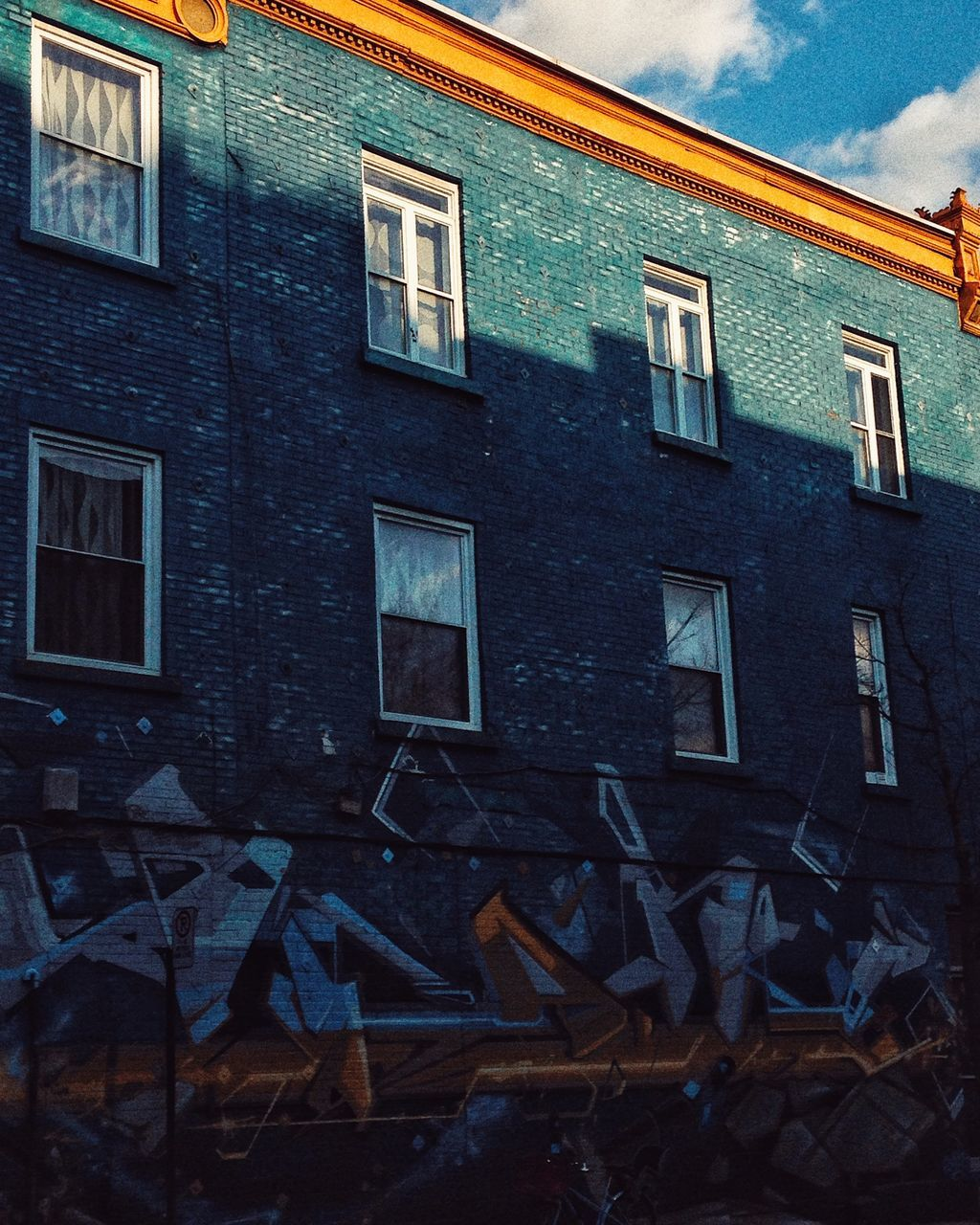 window, building exterior, architecture, house, built structure, no people, outdoors, day, sky