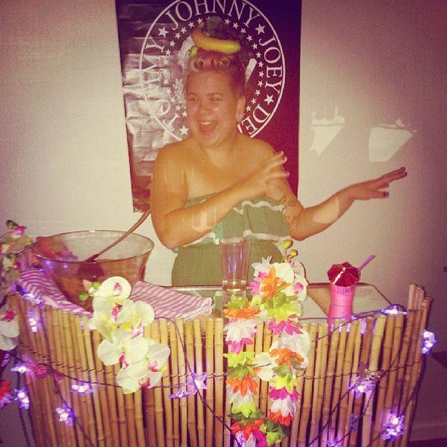 @dixietildawn i bambubaren!!! Hawaiifest