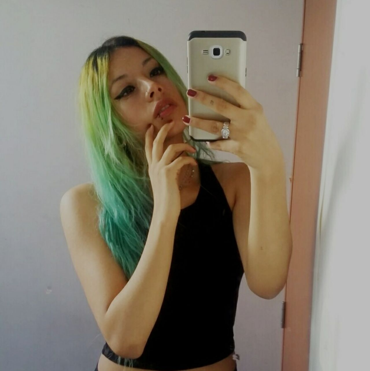 Snapchat: linnethrivas Selfie Lifestyles Relaxing Snapshot Beautiful Snapchat Happiness Snapchat Me Taking Photos Girl Photography Beauty Piercings That's Me First Eyeem Photo Dyed Hair Coloredhair Stylish Plugs Enjoying Life Love Green Color Nail Art Check This Out Photographing
