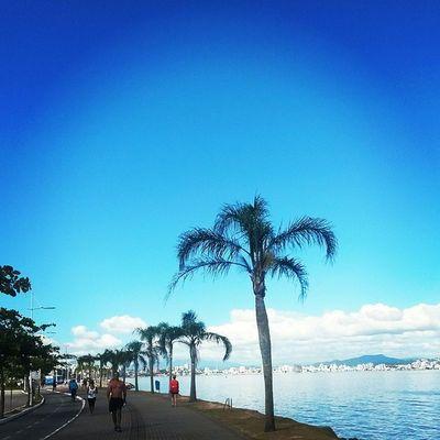 O dia começou com exercícios na Beira Mar! Esse visu arrasa! FamíliaSoWen Florianópolis Floripa Brazil férias holidays trip travel travellers