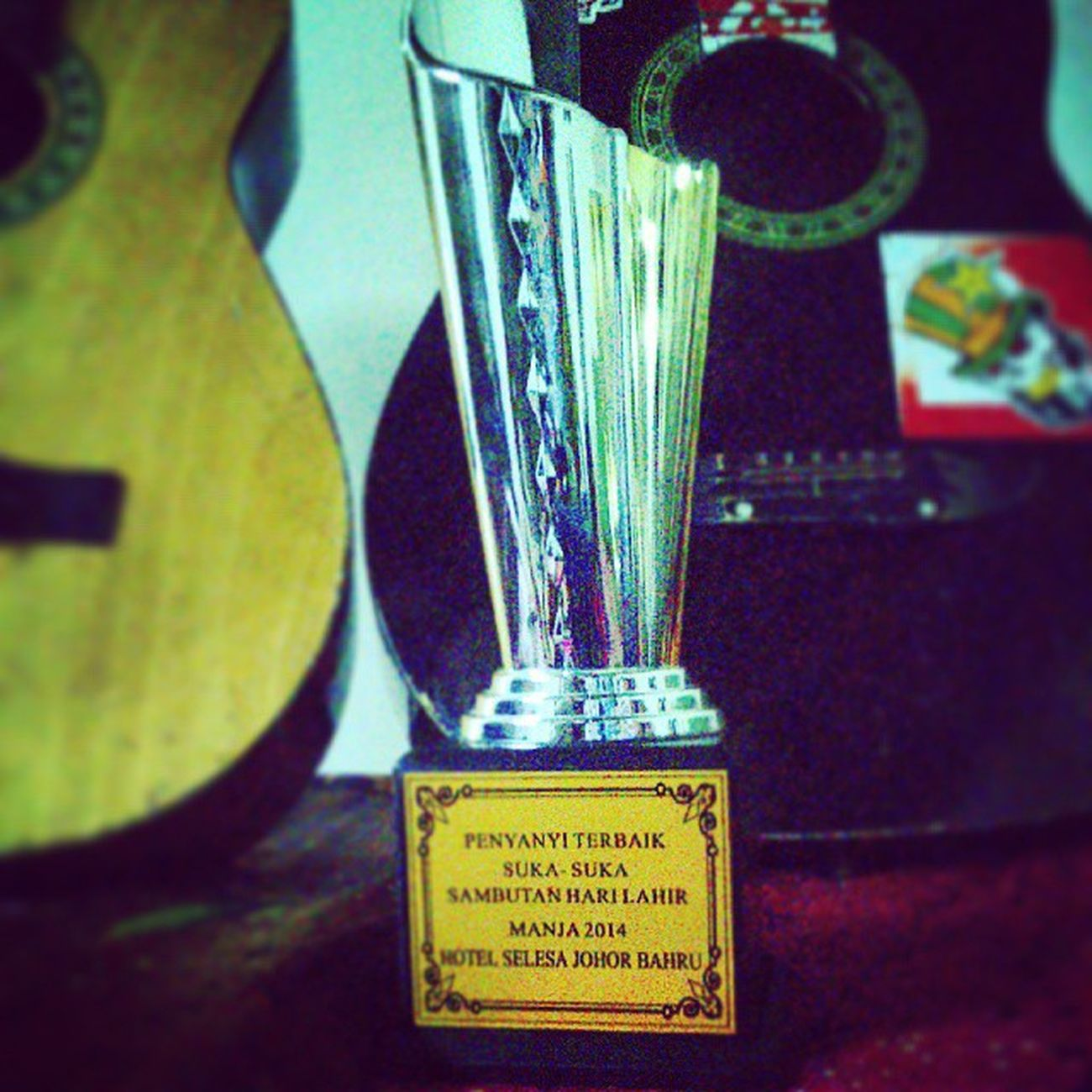 Alhamdulillah, selesai events bday party as M.C.. Even trophy tak sehebat anugerah industry musik Malaysia dan luck sbb tak ramai cotestant, but thankfully I won this trophy today.. Alhamdulillah.. Yeayyy... Contest judges by Awang BPR, thanks for inviting me to your party Kak Manja admin Kelab Penyokong Johor Darul Takzim. 1st Prize Trophy for me!!!! Nyanyisukasuka Bestsinger