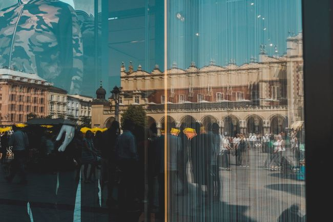 Reflections of a crowded Saturday Snapshots Of Life Reflection Manequin Main Square Streetphotography People Reflections Mirror Vscocam Learn & Shoot: Layering Urban Geometry First Eyeem Photo Unrecognizable Person Taking Photos City City Life Tourism Eyeemphoto