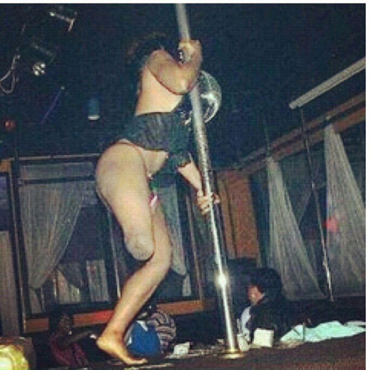 One legged stripper? Dead Lmaoooo Pegleg PirateStrippin TooFunny SupportTheNakedHustle Lmao omg kodMondays OhShit GotReal WhereTheyDoThatAt