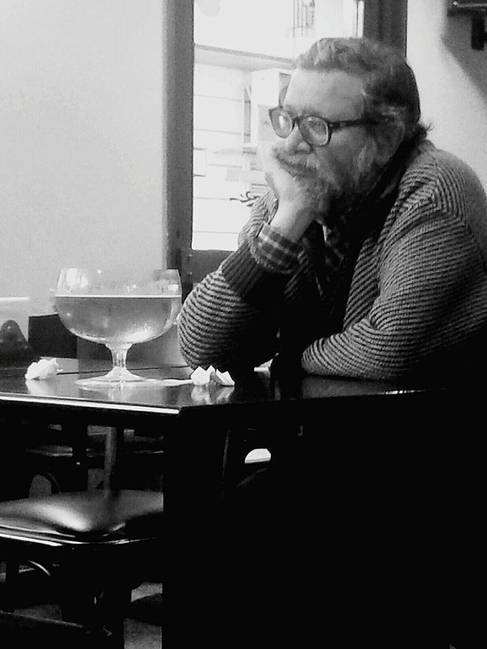 Big Beers Bar Pensativo  Triste Sorrow Lonely Alone Drinking Beer Man Drinking A Beer EyeEm Best Shots - Black + White