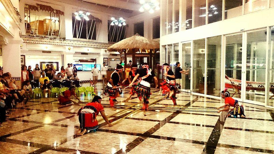 Bamboo dance The Traveler - 2015 EyeEm Awards Taitung,taiwan 台東知本老爺飯店 Bamboo Dance Taking Photos Traveling People Watching 原住民舞蹈表演 Dance Show Tourists Capturing Movement