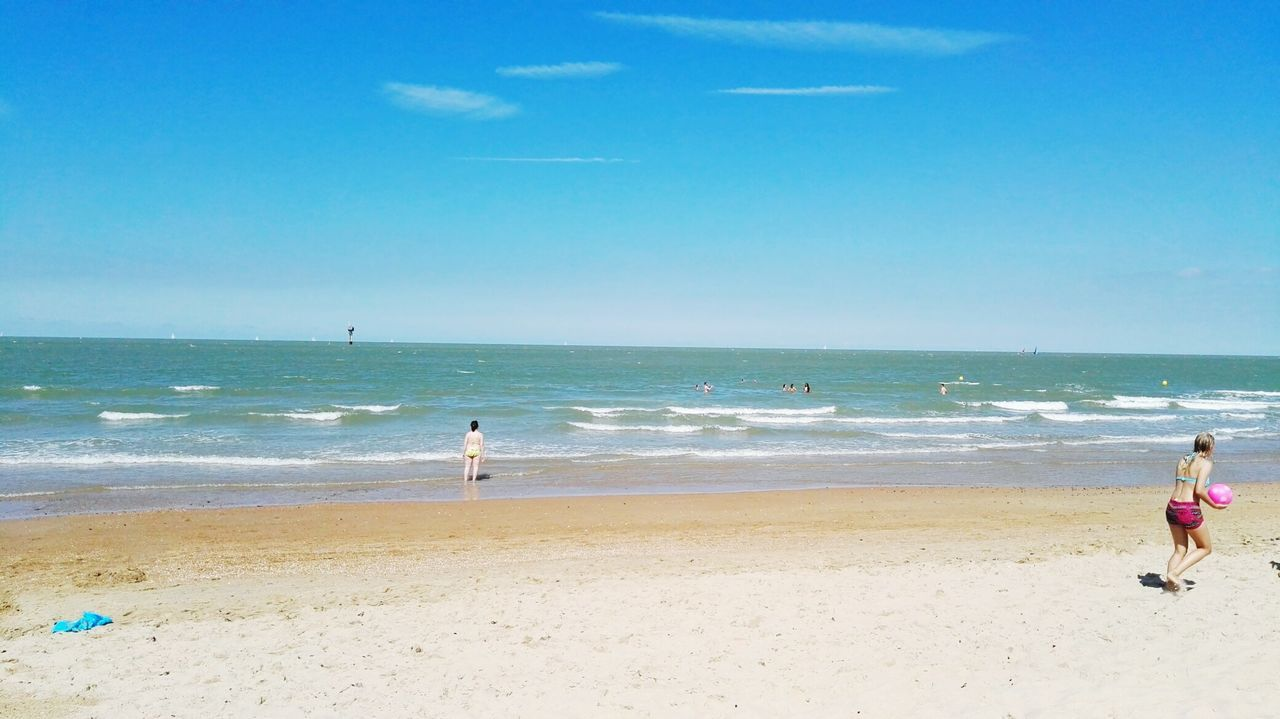 beach, sea, sand, shore, real people, horizon over water, wave, water, day, leisure activity, nature, vacations, sport, scenics, sky, lifestyles, skill, beauty in nature, outdoors, men, weekend activities, extreme sports, one person, beach volleyball, people