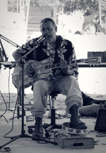 Musician Music Only Men One Man Only Arts Culture And Entertainment Electric Guitar Full Length Adults Only One Person Blues Country Blues Delta Blues BLUES MAN Musical Instrument Microphone Performance Playing Outdoors Monochromatic Monochrome Photography Monochrome Real People