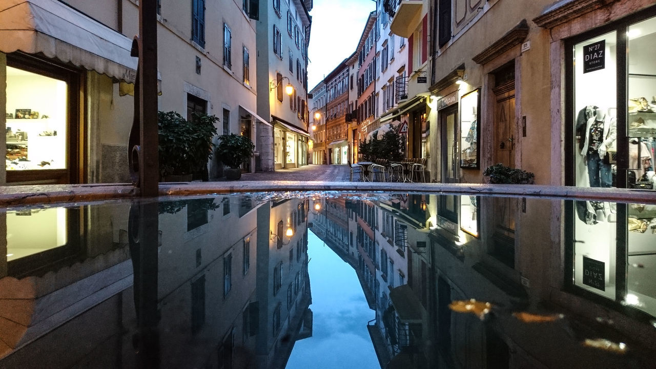 Architecture Built Structure City Day EyeEm Best Shots Italy Italy❤️ No People Outdoors Puddle Puddleography Refelections Reflection Streetphotography Symmetrical Symmetry Symmetryporn Travel Destinations Urban Water Window