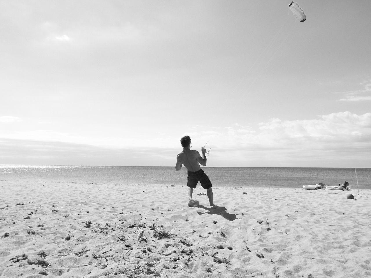 Beautiful stock photos of schwarz weiß, sea, beach, horizon over water, full length
