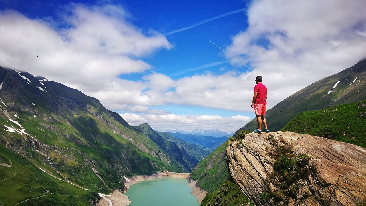 Mountain One Man Only Adventure One Person Cloud - Sky People Mountain Range Stausee Nature Outdoors Forest Beauty In Nature Hikingadventures Lake Sky Landscape