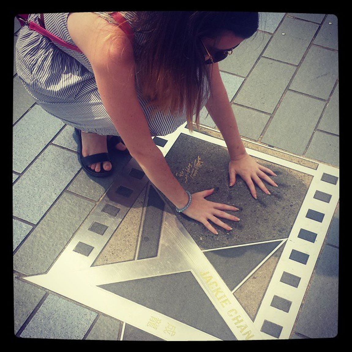 Avenue of Stars.. JACKIE CHAN! Tst Avenueofstars Jackiechan Holdinghands Bighands HongKong