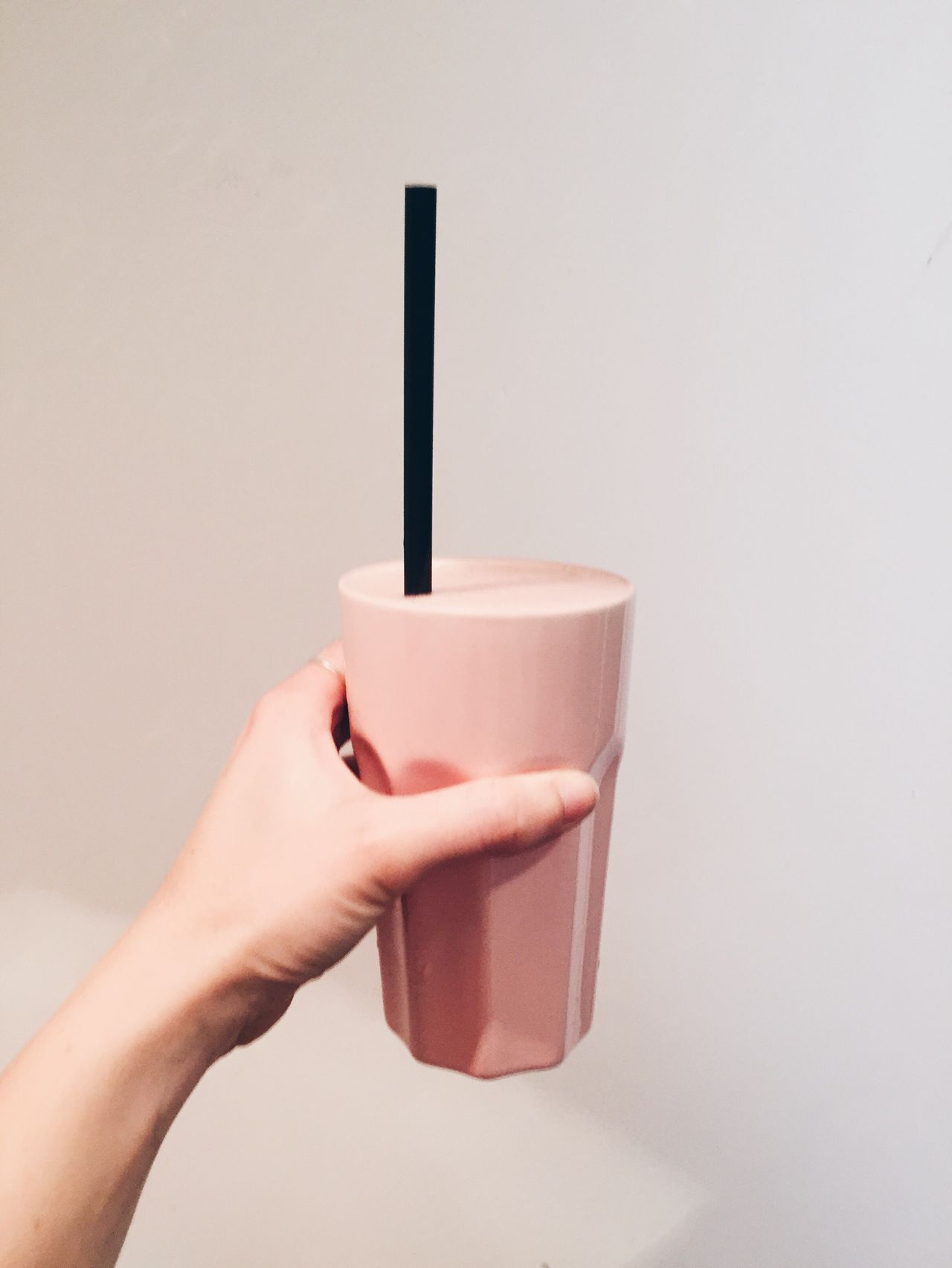 Human Hand Drink Human Body Part Holding One Person Refreshment Food And Drink Drinking Straw Real People Coffee - Drink Disposable Cup Drinking Glass Frothy Drink Freshness Lifestyles Close-up Indoors  Day People Smoothie Milkshake Refreshment