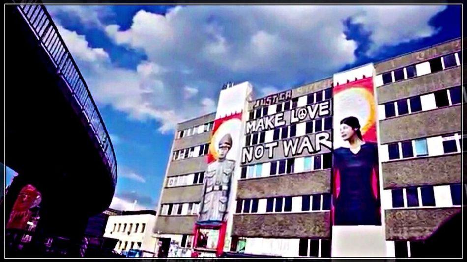 ‼️ Make Love Not War ‼️| Streetphotography | Streetart | Graffiti at Falckensteinstraße 48, 10997 Berlin ➡️ http://goo.gl/maps/2yiit