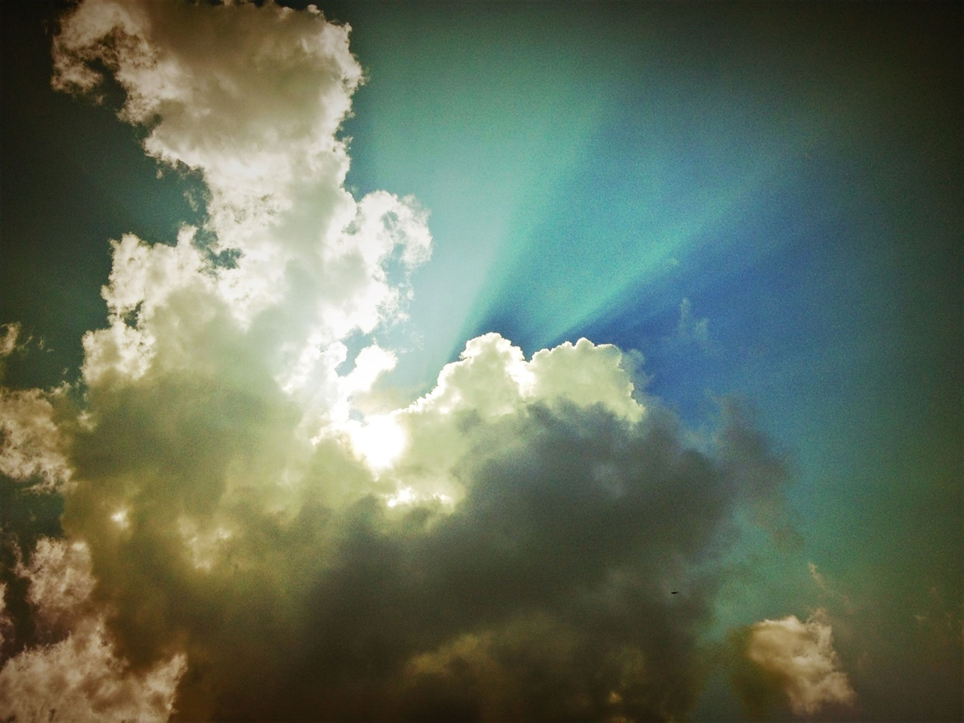 sky, low angle view, cloud - sky, sky only, beauty in nature, nature, cloudy, scenics, tranquility, cloud, cloudscape, blue, tranquil scene, backgrounds, idyllic, full frame, sunlight, outdoors, sunbeam, no people