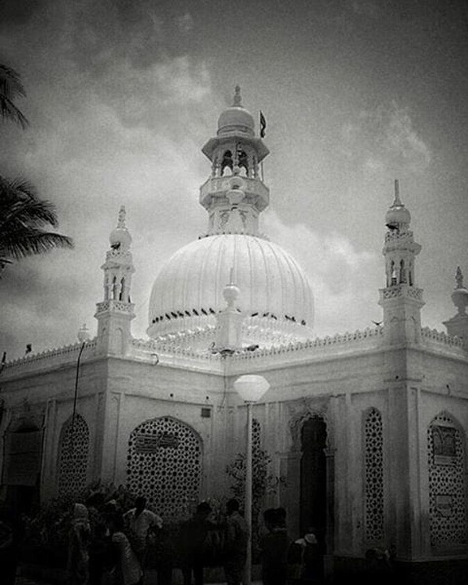 Haji Ali Dargah | Mumbai Hajiali Mumbai Hajialimumbai Dargah God Love Architecture Travel Bmess Allah Masallah India Interior CST Instamumbai Mymumbai Mosque JamaMasjid Masjid Amen MumbaiDiaries Holiday Building Instatravel Traveling mumbaikar mhajiali subhanallah lovely blessed
