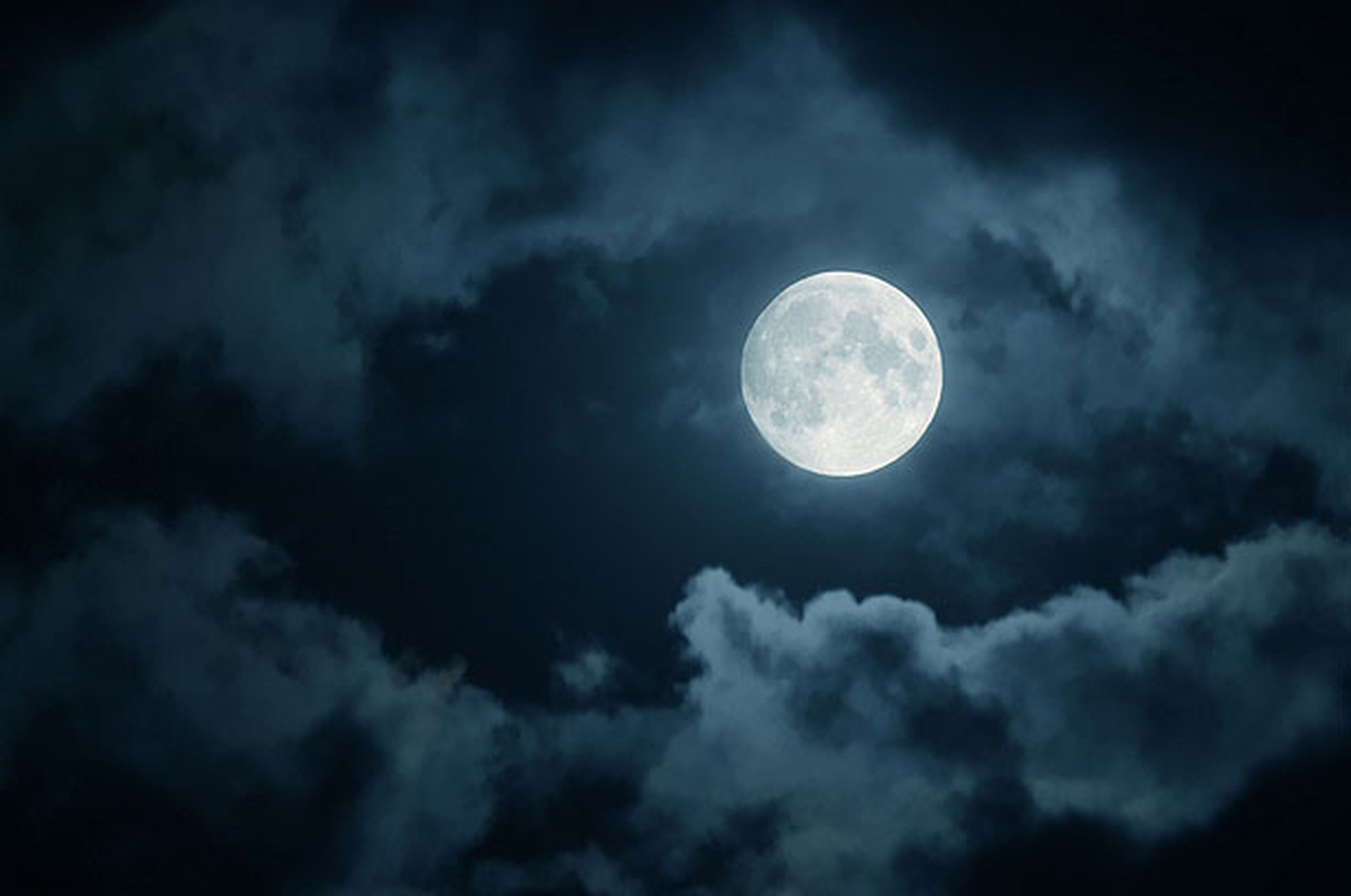 moon, sky, low angle view, astronomy, full moon, beauty in nature, scenics, planetary moon, tranquility, tranquil scene, nature, sky only, cloud - sky, night, space exploration, majestic, circle, idyllic, moon surface, cloudy