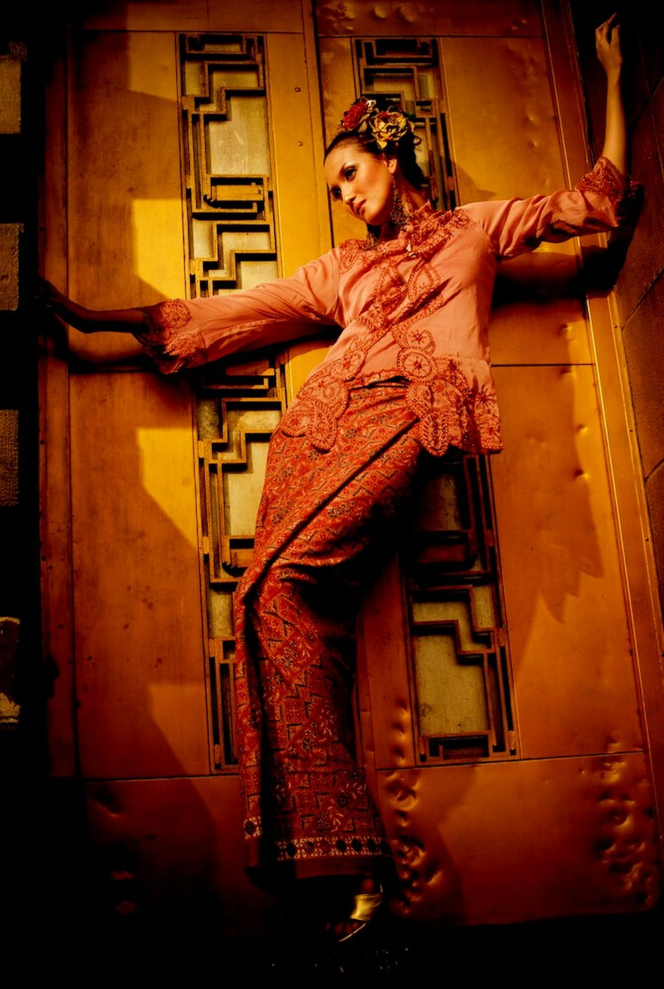 Another shot for a friend; Thanks to Wanda Collin for modelling the Kebaya and Batik INDONESIA Model Fashion Batik