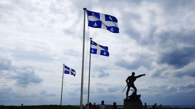 Stmalo Drapeau Statue Remparts Villedecorsaire Navigation Corsaire Sun Ciel Blue Sky