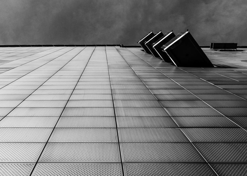 Lookingup Architectural Feature Architecture Architecture_bw Architecturelovers Berlin Black & White Berlin Monochrome Berlin Photography Berlin Schwarzweiss Black And White Berlin Blackandwhite Photography Building Exterior Built Structure Huawei Monochrome HuaweiP9 Lookingup_architecture Minimalism Minimalist Architecture Minimalistic Monochrome Monochrome Berlin Schwarzweiß Sky