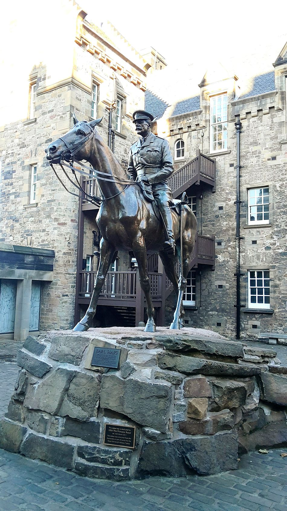 Sculpture Building Exterior Architecture Horse Outdoors Statue City Representing No People Animal Representation Military Military Style Cavalry Monument Monument Valley Cityscape Day Travel Travel Destinations Edimburgh Edimburgh Castle Army Soldier Horse Photography  Celebration Scenics